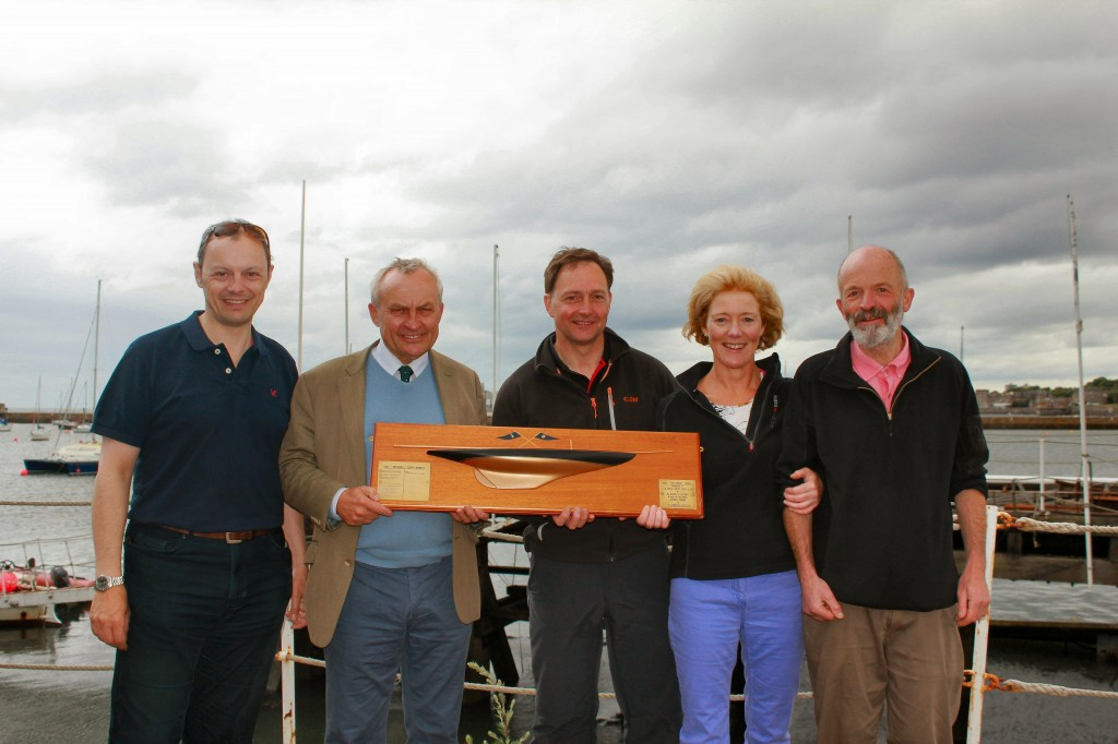 Regatta Chairman Patrick Carnie and Alex Nicol of Edinburgh Gin with WhizzToo winners Henry Boyd / Helen Horsfall